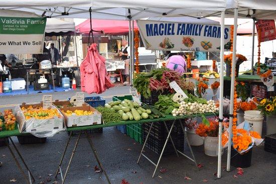 Carlsbad Village: Farmers Market