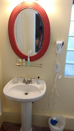 Club Comanche: Shelf above sink is only place to put toiletries.
