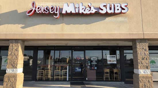 ‪‪Jersey Mike's Subs‬: We are in the West Main Commons shopping center behind Ruby Tuesdays.‬