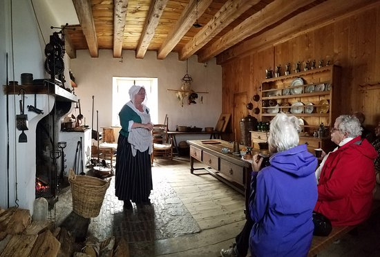 A colonial kitchen demo, with hot chocolate treat.