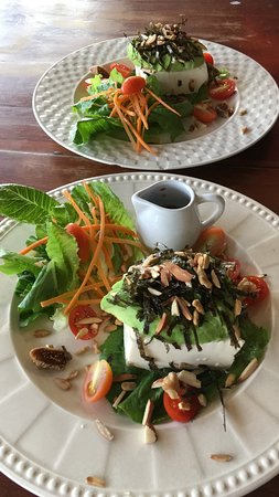 Food try-out impressions; soft tofu salad with seaweed and walnuts. Made by Ganita
