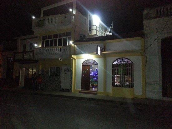 Hostal Dona Rita: fachada del hostal