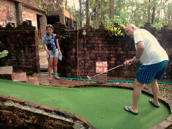Khao Lak Mini Golf: It's all in the arm action!
