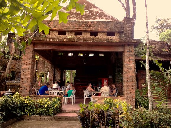 Khao Lak Mini Golf: Little cafe to relax and enjoy some cool refreshments.