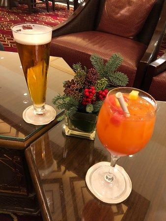 Holiday Inn Macao Cotai Central: Drinks at the HI lounge bar