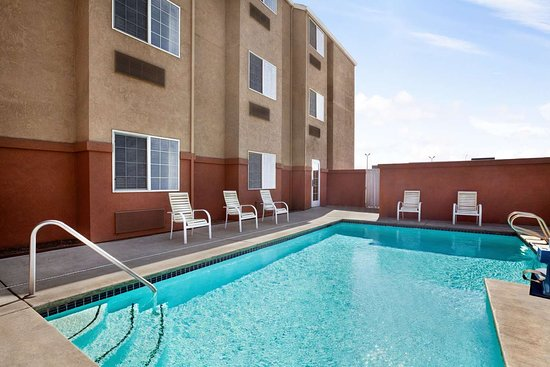 Microtel Inn & Suites by Wyndham Lodi/North Stockton: Pool