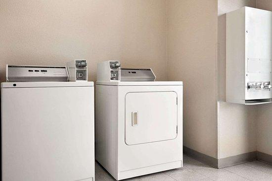 Microtel Inn & Suites by Wyndham Lodi/North Stockton: Laundry