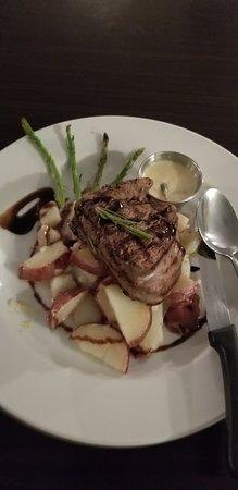 Nonno's Ristorante Italiano: Steak Sinatra with a white cream sauce that will leave you speechless!