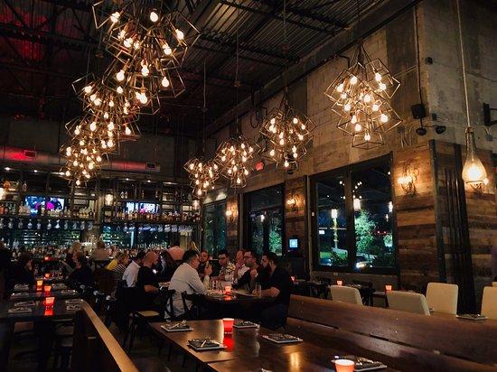 MIA Kitchen & Bar: bar