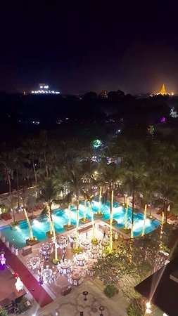 Chatrium Hotel Royal Lake Yangon Photo