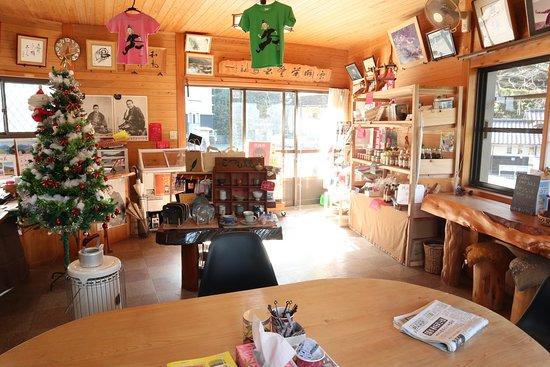 Shintaro Nakaoka Sensei Kenshokai: xmasシーズンの店舗風景