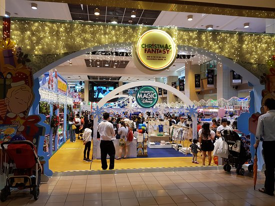 Сингапур, Сингапур: Head Down to Takashimaya Square, B2 to grab the most fabulous gifts from Christmas Fantasy! From now till Tue 25 Dec 18!