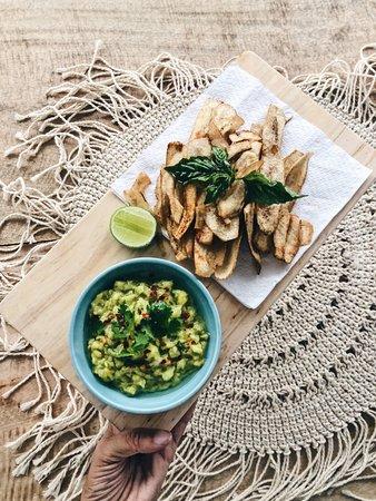 The Hideout Unawatuna: Guacamole w/ homemade plantain chips
