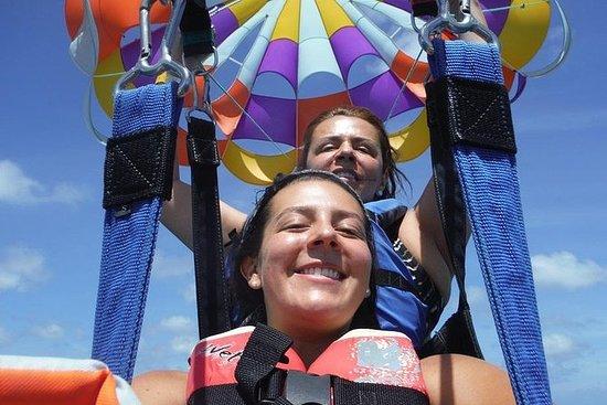 Aventura de parasailing em Aruba