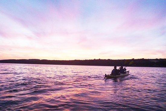 Excursión al atardecer en kayak de...