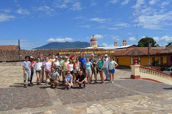 グラナダコロニアルシティツアーとマサヤ火山
