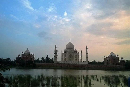 Excursão do dia de Taj Mahal pelo trem...