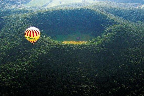 Privat varmluftsballong over vulkaner...