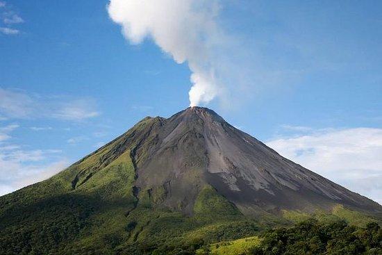 从圣何塞到阿雷纳尔火山和巴尔迪温泉的一日游