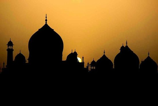 PRIVATE SUNRISE TAJ MAHAL WITH BEAR RESCUE FACILITY FROM DELHI