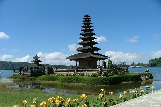 Taman ayun temple,Beratan lake and...