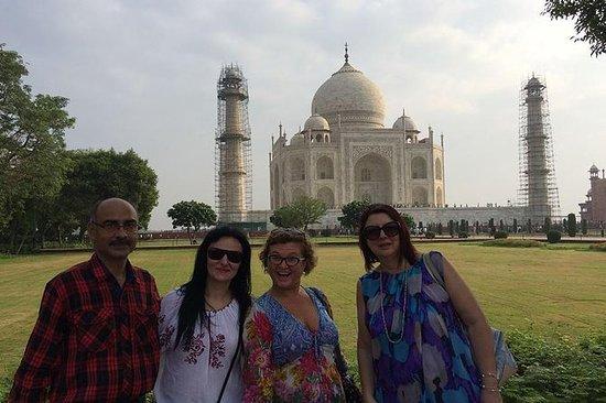 Sunrise Taj Mahal Private Tour from Delhi with Guide