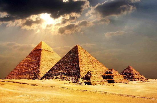 Pyramids of Giza and Egyptian Museum...