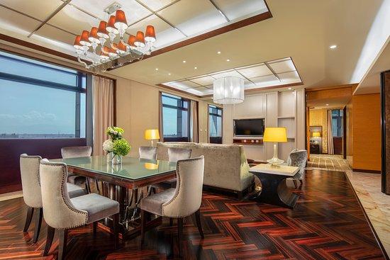 luxury-suite-living-room