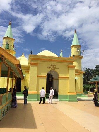 Masjid Kuning Telur