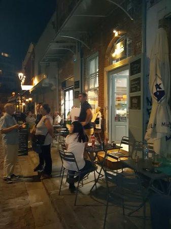 """Magefsis: Εξωτερικός χώρος του 'Μάγευσις"""" στα Λαδάδικα ,Αιγύπτου 11-Λαδάδικα -θεσσαλονίκη"""