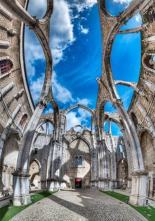 Lisszabon, Portugália: The ruins of Carmo Convent (was founded in 1389), Lisbon