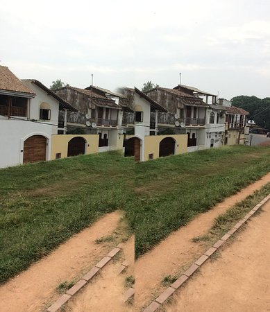 Rent a car to galle day tour: Old town