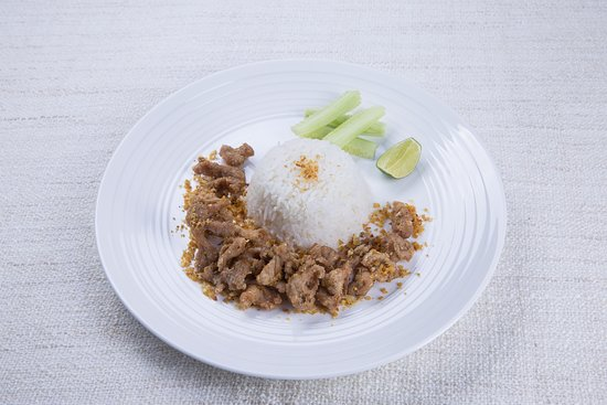 Stir-fried pork with garlic served with steamed rice