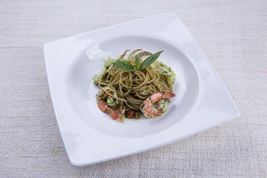 Spaghetti with prawns, squid and homemade pesto