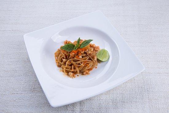 Spaghetti with shrimp roe, chili oil and prawns