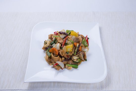 Chicken with cashew nuts in sweet and spicy sauce