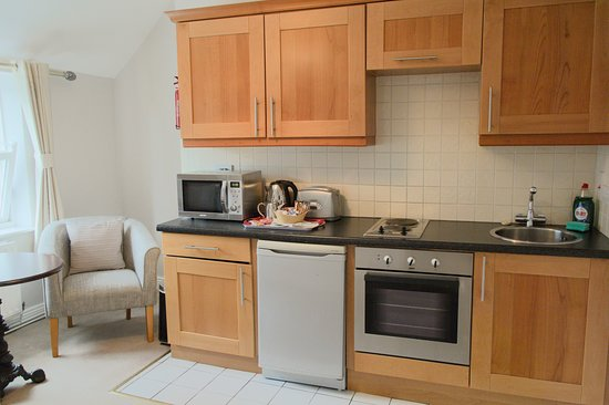 This apartment has a bedroom with Twin beds,en-suite bathroom,kitchen, tea/coffee making facilit