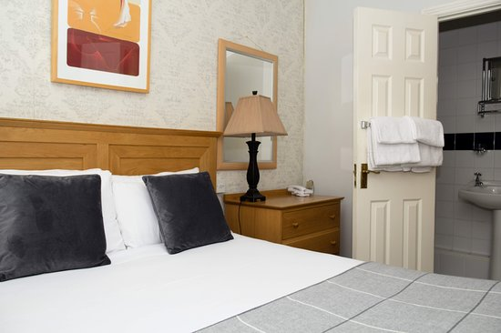 Latchfords Townhouse: This apartment has a double bedroom,en-suite bathroom, kitchen, tea/coffee making facilities.