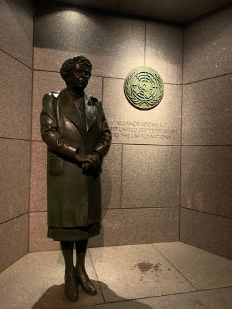 Eleonor Roosevelt Statue
