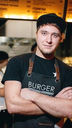 Наши флагманы - это бургер «Агент 007»- цена 280₽ и бургер «Чёрная мамба»- цена 340₽