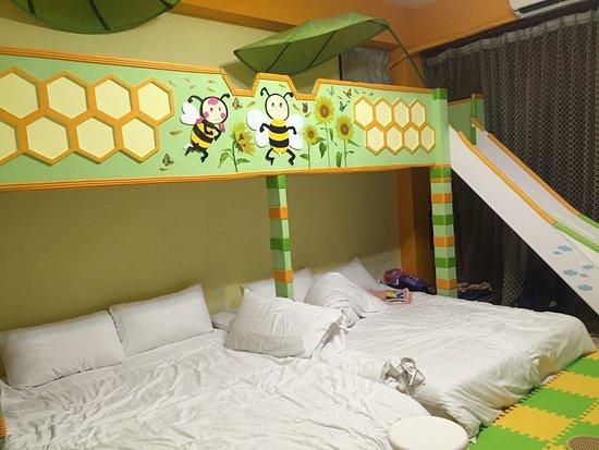 Moonlight Fengqing Homestay: 超大溜滑梯~ 還有睡了不會腰痠背痛的床!!