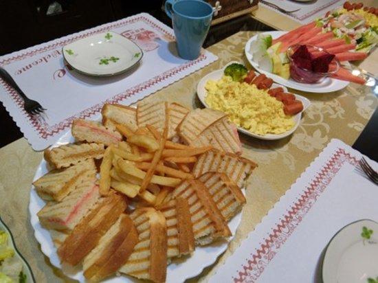Moonlight Fengqing Homestay: 超豐盛的美味營養早餐!!