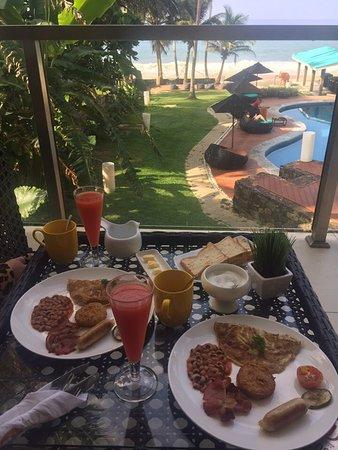 Hotel J Ambalangoda: Завтрак можно заказать с доставкой в номер