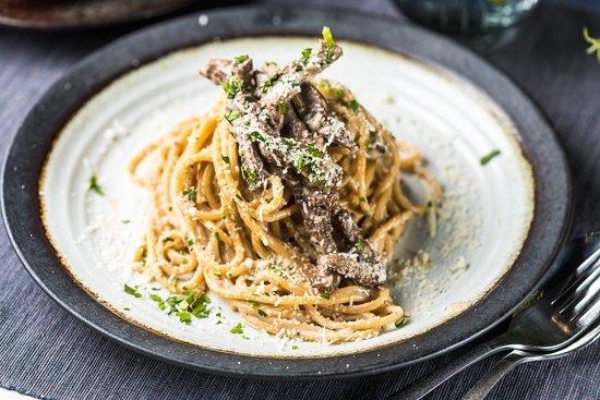 Maitsete Tänav: PASTA TARTUFATA  Veiseliha, šampinjonid, sibul, petersell, trühvlipasta, koorekaste, juust Grana Padano, basiilik