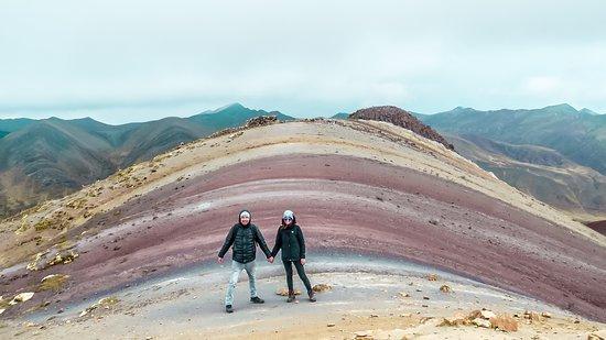 Palccoyo Rainbow Mountain: Wir von Exploor legen großen Wert drauf, dass wir euch von Anfang bis Ende eurer Reise begleiten und im ständigen Kontakt mit euch sind - sodass wenn Ihr Hilfe braucht, wir euch sofort unterstützen können. Zu dem sind unsere Guides, mit die besten des Landes und werden stets auf Qualität geprüft, so dass IHR eine einzigartige Tour erhaltet. Falls Ihr mehr Informationen zu unseren Touren bekommen wollt, dann schreibt uns doch einfach eine Nachricht :-) #ExploorPeru