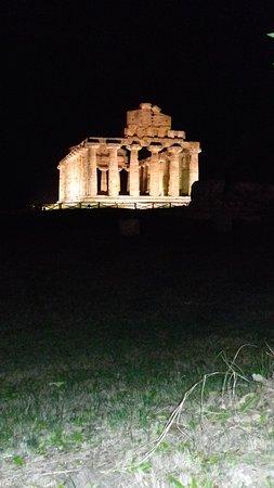 Vista dei templi dalle mura di Paestum
