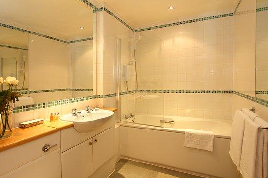 SACO Glasgow - Cochrane Street: SACO Glasgow - Bathroom
