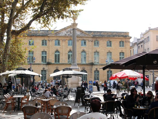 Chris Curtis Photography: The Corn Exchange and market square - Aix-en-Provence