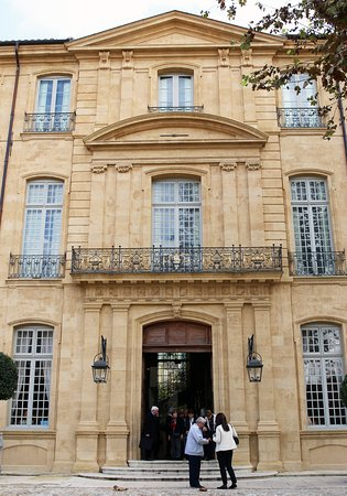 Chris Curtis Photography: Magnificent period architecture in the old town - Aix-en-Provence