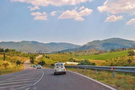 Self-Drive Vintage Fiat 500 Tour from Florence: Tuscan Wine Experience: Ferdinand the Fiat 500 driving in convoy with friends through glorious Tuscany